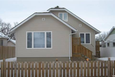 House for sale at 444 Iroquois St W Moose Jaw Saskatchewan - MLS: SK795338