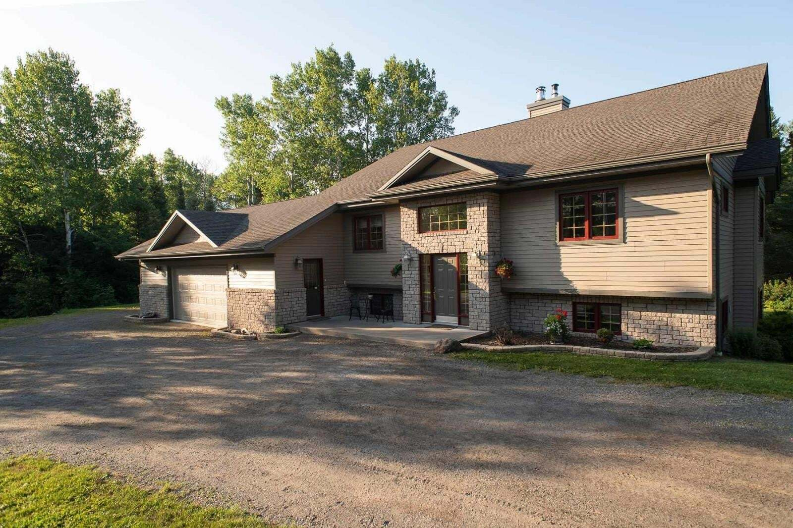 House for sale at 445 Law Rd Thunder Bay Ontario - MLS: TB201876