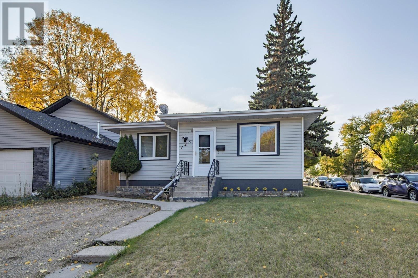 House for sale at 445 Q Ave N Saskatoon Saskatchewan - MLS: SK828585