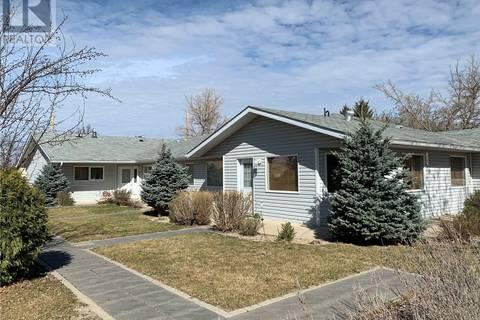 Townhouse for sale at 4464 Price Ave Gull Lake Saskatchewan - MLS: SK768792