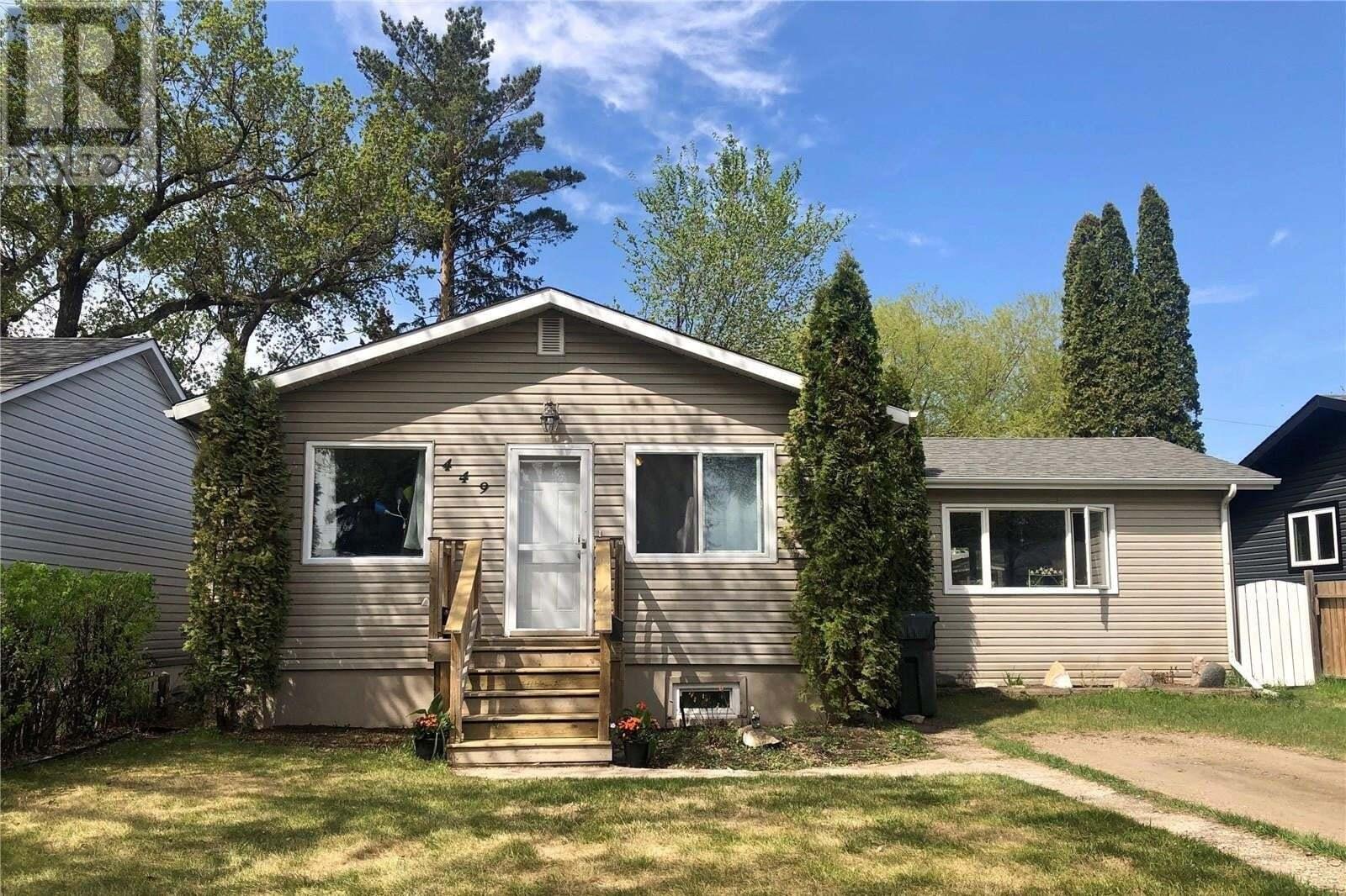 House for sale at 449 V Ave S Saskatoon Saskatchewan - MLS: SK809362