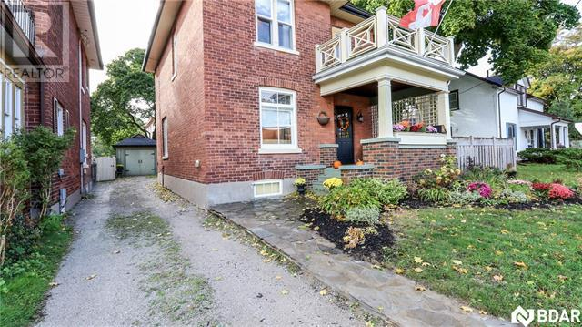 House for sale at 45 Brock Street Barrie Ontario - MLS: S4308104