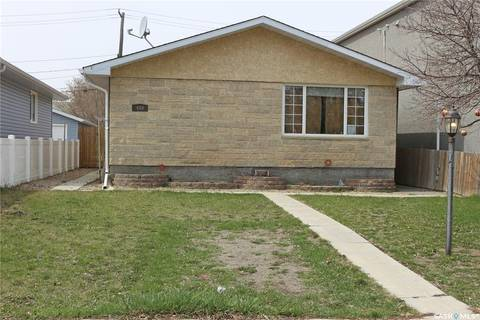 House for sale at 450 Forget St Regina Saskatchewan - MLS: SK768431