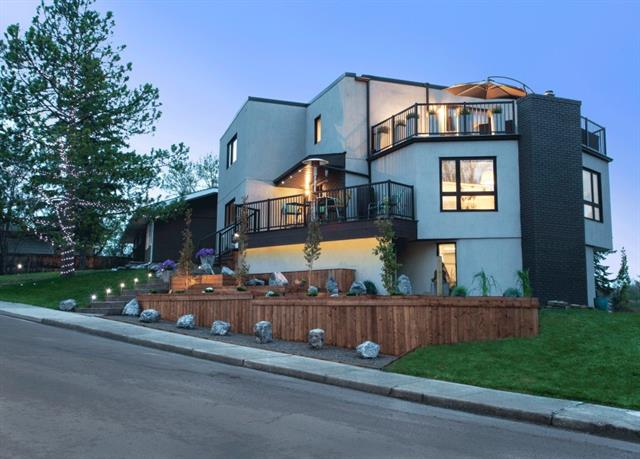 Sold: 4502 Grove Hill Road Southwest, Calgary, AB