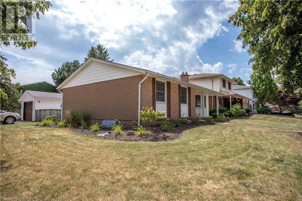 House for sale at 452 Eaton Park Dr London Ontario - MLS: 215935
