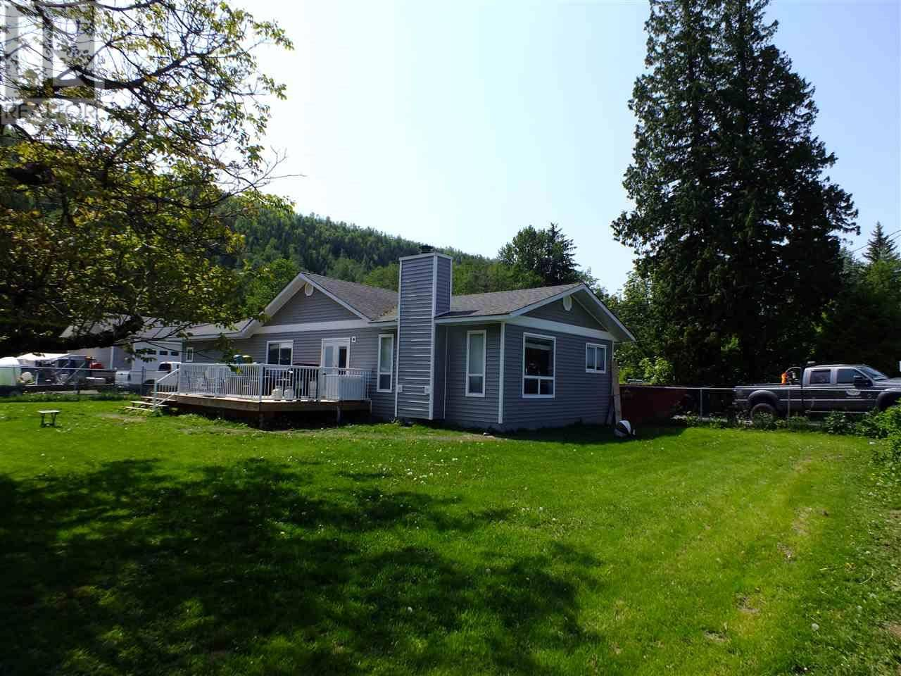 House for sale at 4529 Lowrie Ave Terrace British Columbia - MLS: R2384709