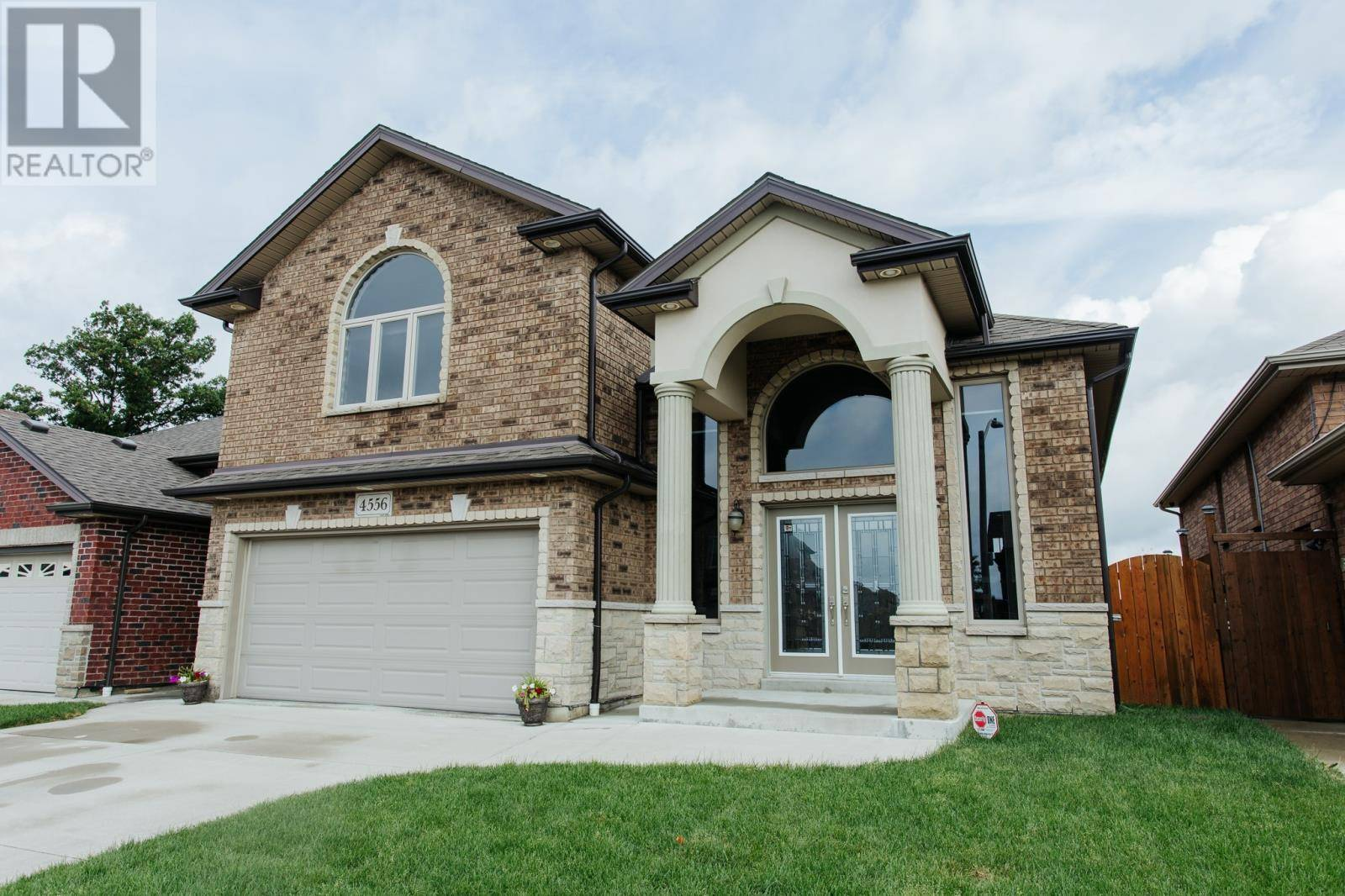 House for sale at 4556 Helsinki Cres Windsor Ontario - MLS: 19025004