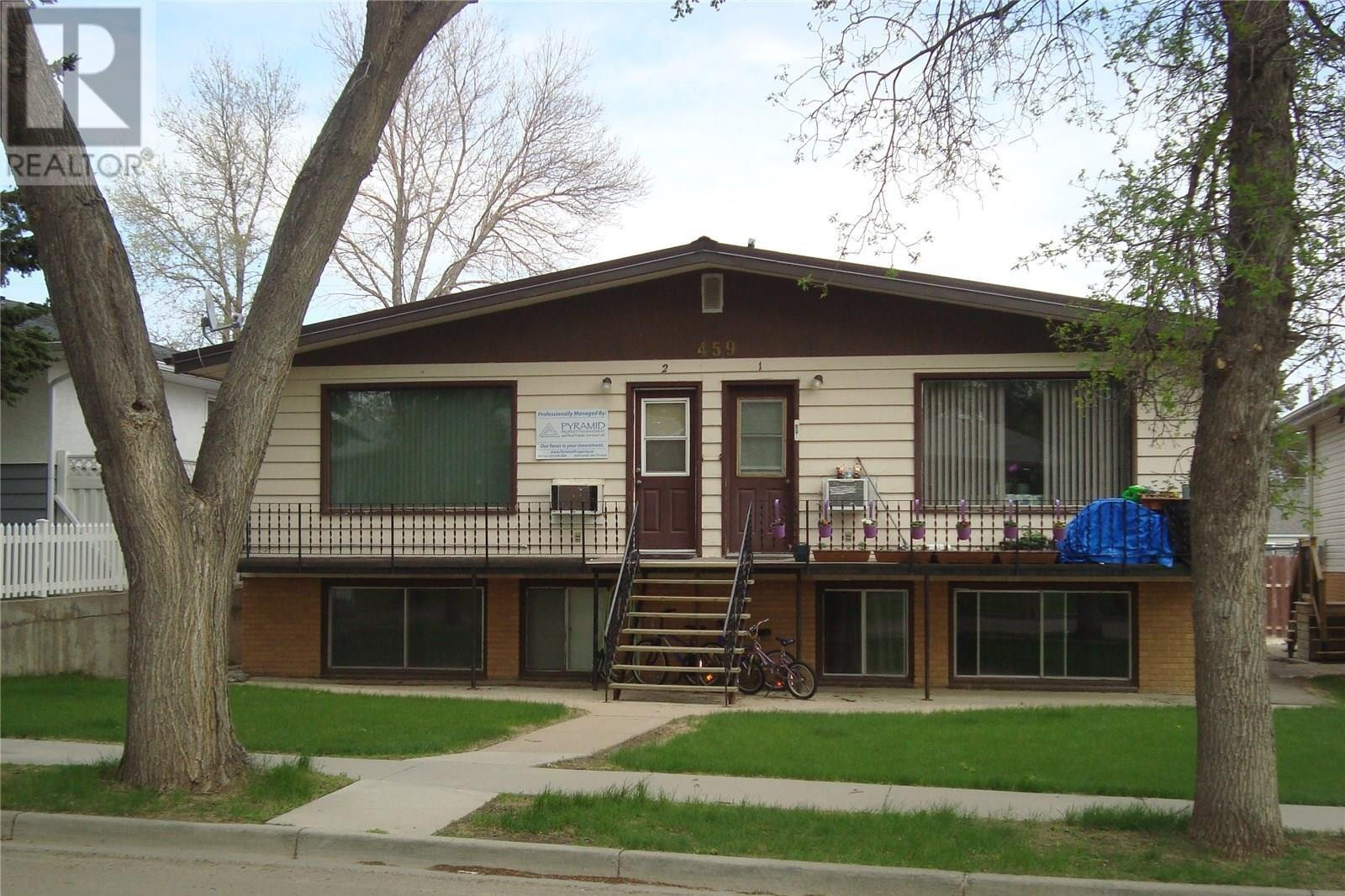Townhouse for sale at 459 6th Ave NW Swift Current Saskatchewan - MLS: SK831039