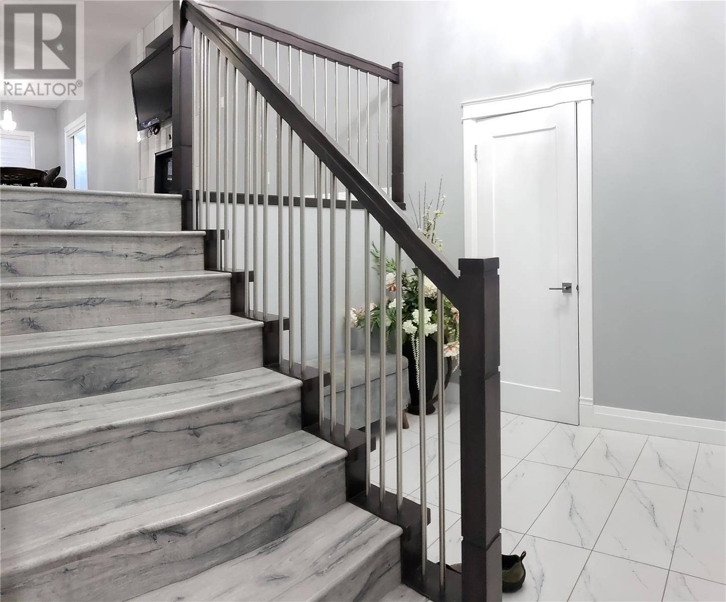 House for sale at 459 Labine Cres Saskatoon Saskatchewan - MLS: SK782771