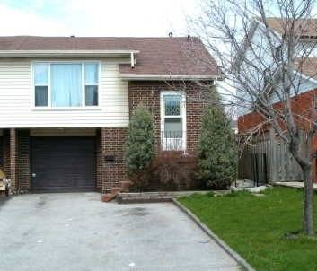 Townhouse for rent at 46 Courtleigh Sq Brampton Ontario - MLS: W4733026