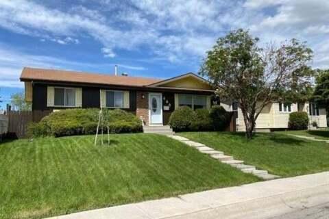House for sale at 460 Malvern Cs Northeast Calgary Alberta - MLS: C4303538