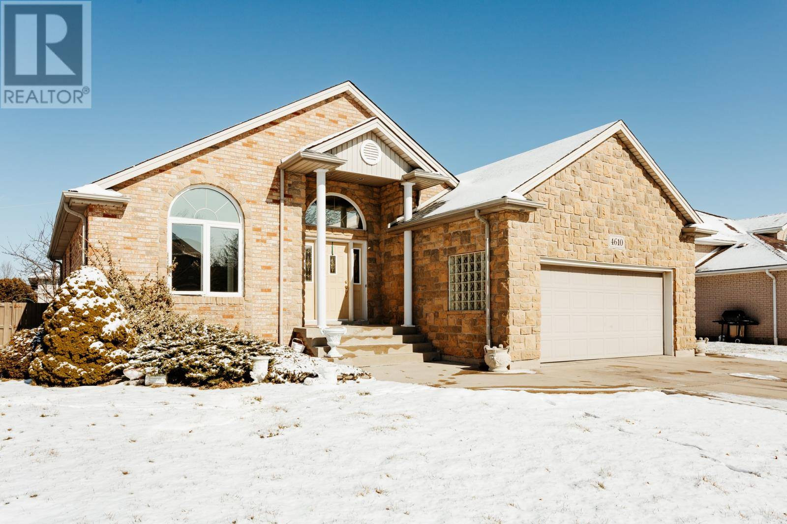 House for sale at 4610 Clubhouse Ct Windsor Ontario - MLS: 20002146