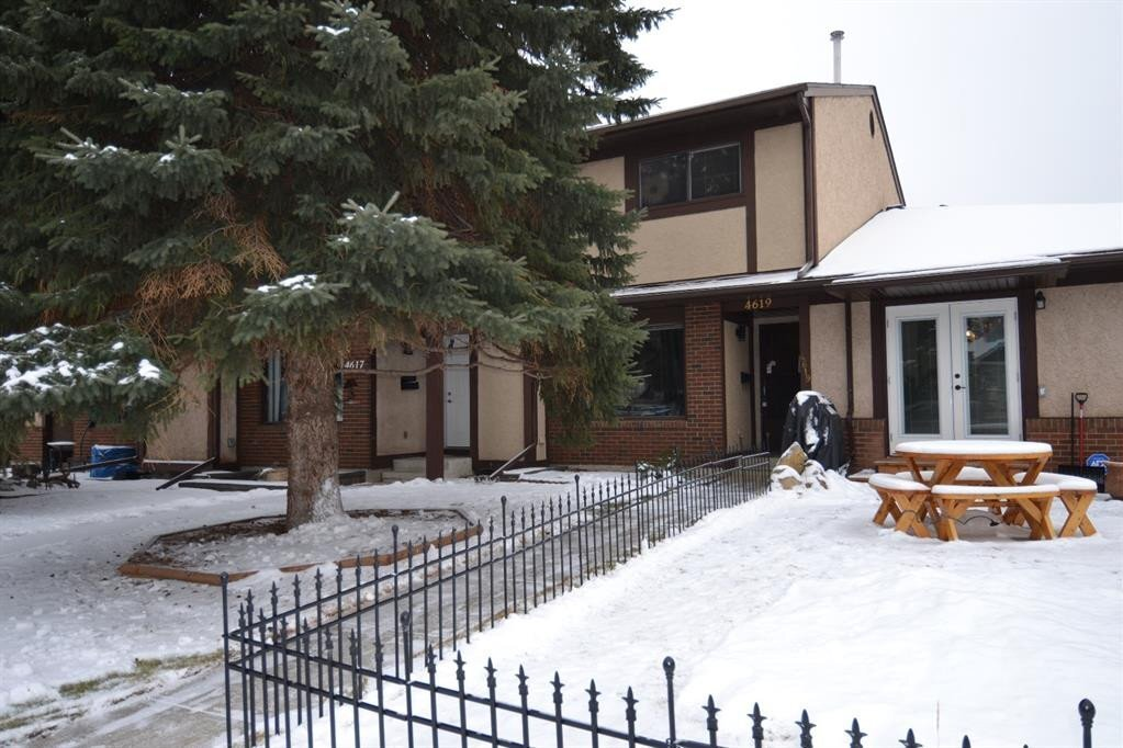 Townhouse for sale at 4619 44 St Red Deer Alberta - MLS: CA0189296