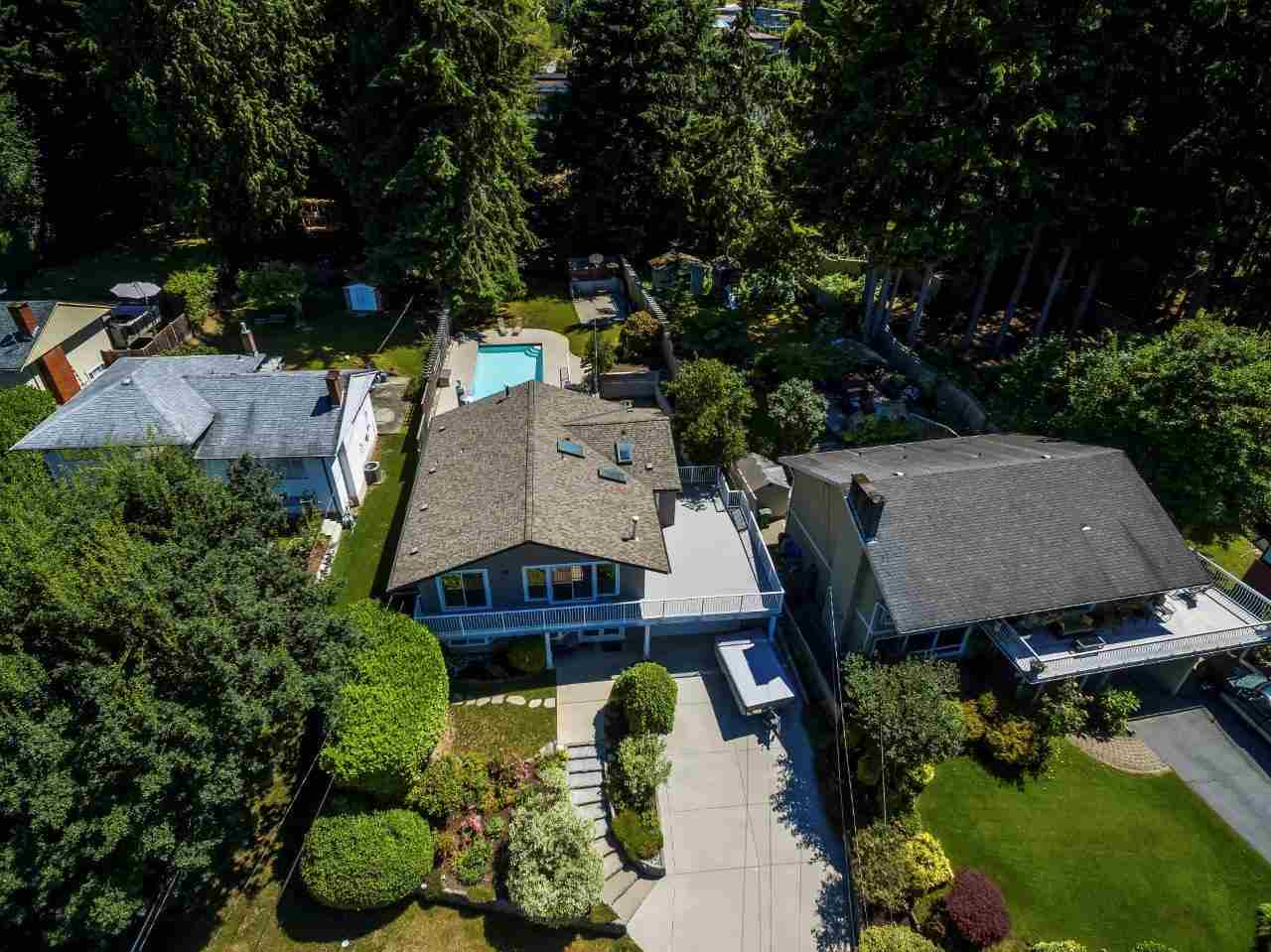 For Sale: 4624 Cedarcrest Avenue, North Vancouver, BC   5 Bed, 3 Bath House for $2,250,000. See 20 photos!