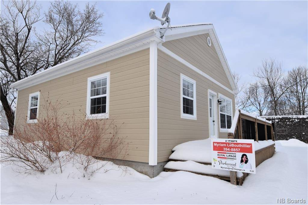House for sale at 463 Georges  Ouest Tracadie New Brunswick - MLS: NB038838