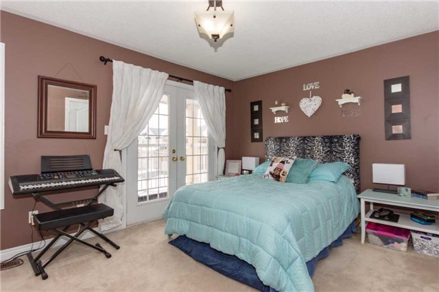 For Sale: 463 Willmott Crescent, Milton, ON | 4 Bed, 4 Bath House for $909,000. See 19 photos!