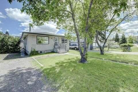 House for sale at 4640 85 St Northwest Calgary Alberta - MLS: C4299535