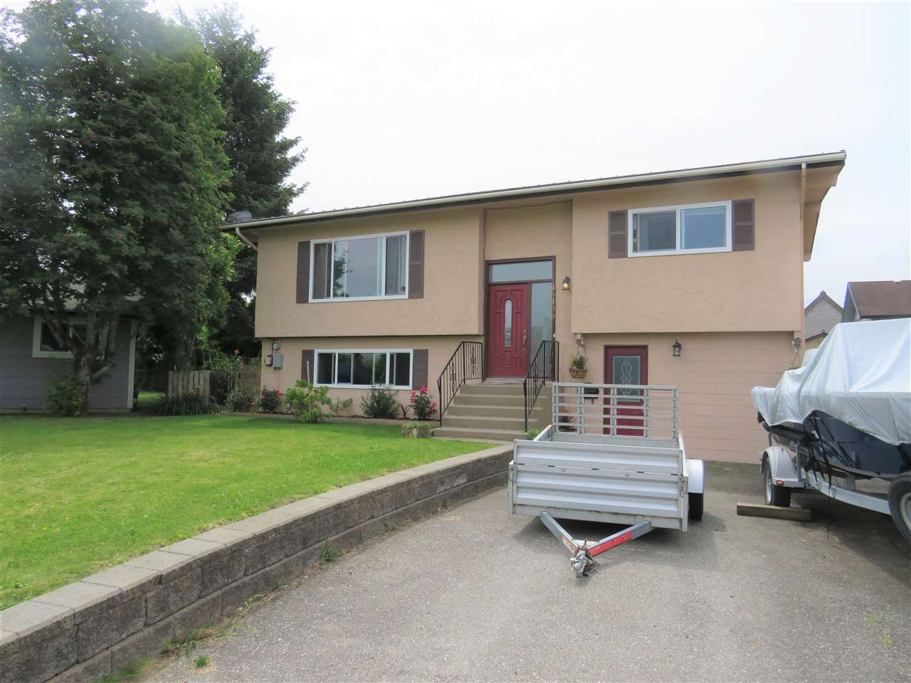 For Sale: 46438 Cornwall Crescent, Chilliwack, BC | 3 Bed, 2 Bath House for $585,000. See 20 photos!