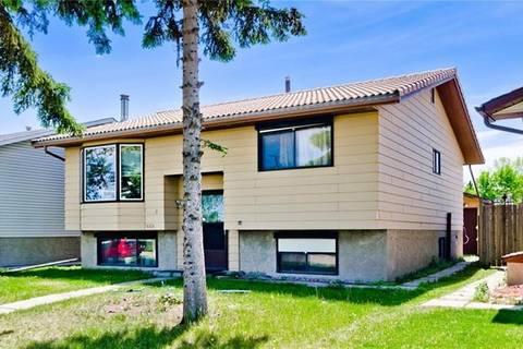 House for sale at 468 Whiteland Dr Northeast Calgary Alberta - MLS: C4271982