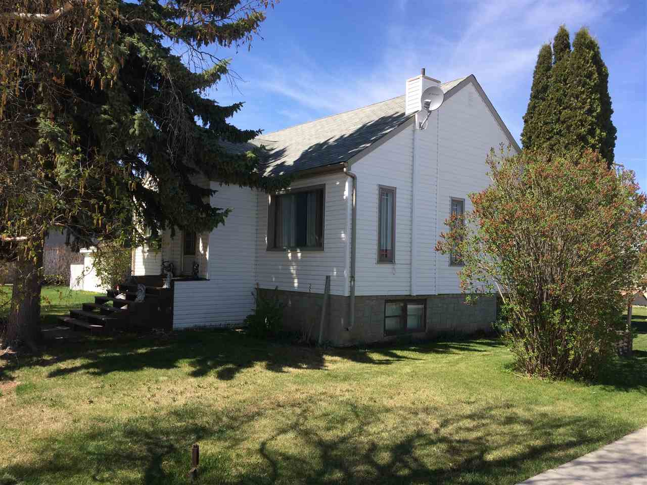 For Sale: 4702 49 Avenue, Calmar, AB | 3 Bed, 2 Bath House for $234,900. See 25 photos!
