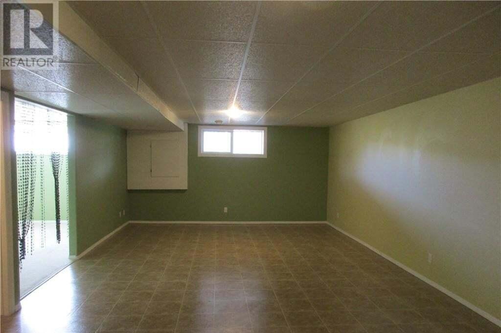 House for sale at 4718 62 St Stettler Alberta - MLS: CA0180061