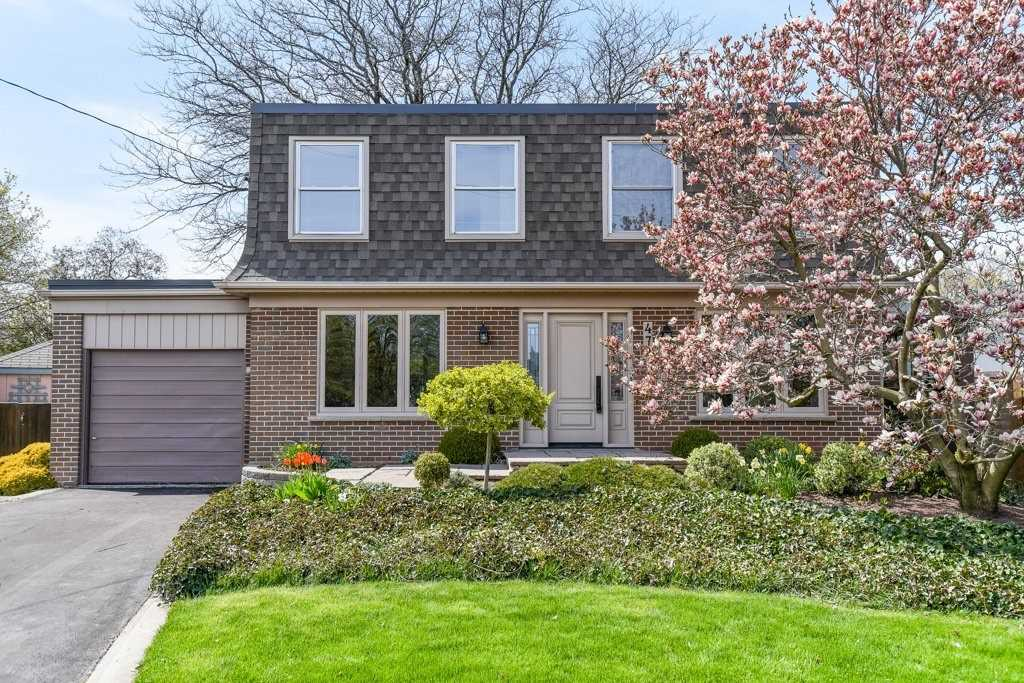 For Sale: 472 Southland Crescent, Oakville, ON | 4 Bed, 2 Bath House for $959000.00. See 40 photos!