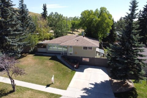 House for sale at 4720 Charleswood Dr NW Calgary Alberta - MLS: A1018131