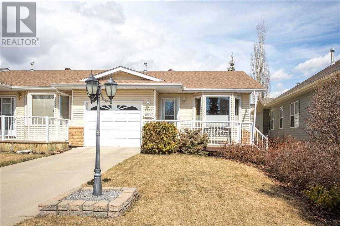 Townhouse for sale at 4724 49a Ave Lacombe Alberta - MLS: ca0192538