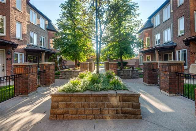 Buliding: 735 New Westminster Drive, Vaughan, ON