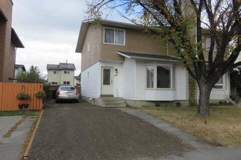 Townhouse for sale at 48 Castleglen Rd NE Calgary Alberta - MLS: A1040888