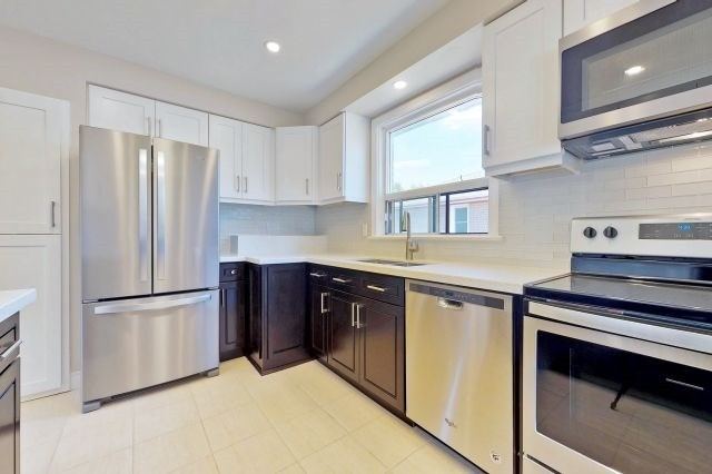 For Sale: 480 Lynett Crescent, Richmond Hill, ON | 3 Bed, 2 Bath House for $1,138,800. See 20 photos!