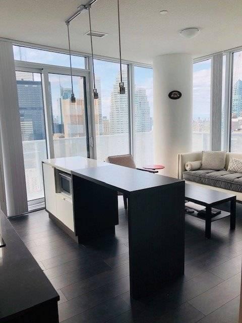 Apartment for rent at 100 Harbour St Unit 4804 Toronto Ontario - MLS: C4456259