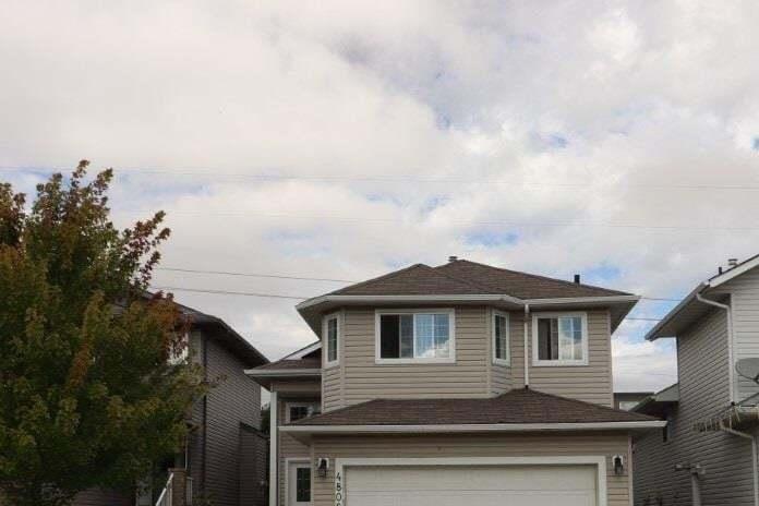 House for sale at 4808 164a Av NW Edmonton Alberta - MLS: E4214214