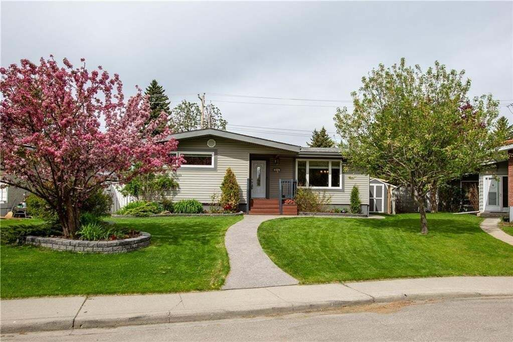 House for sale at 4824 Graham Dr SW Glenbrook, Calgary Alberta - MLS: C4300617