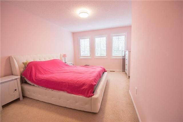 For Sale: 483 Silken Laumann Drive, Newmarket, ON | 4 Bed, 4 Bath House for $950,000. See 19 photos!