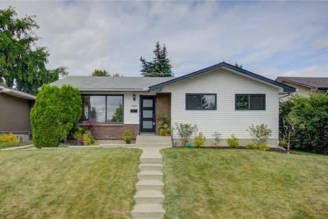 House for sale at 4888 Vandoos Pl Northwest Calgary Alberta - MLS: C4259535