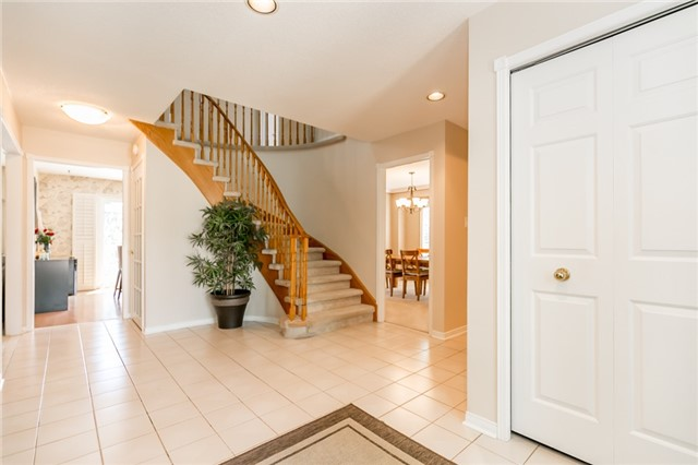 For Sale: 49 Timberline Trail, Aurora, ON   4 Bed, 3 Bath House for $1,198,800. See 20 photos!