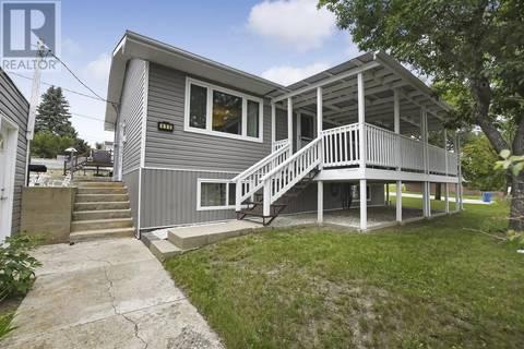 House for sale at 490 Hall St E Moose Jaw Saskatchewan - MLS: SK800335