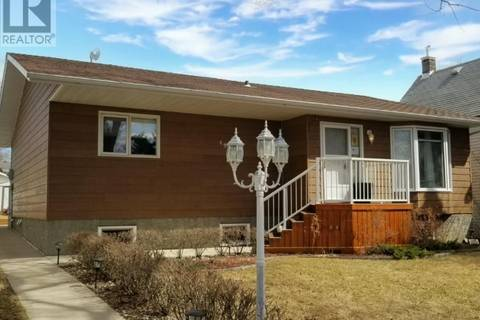 House for sale at 4905 Telegraph St Macklin Saskatchewan - MLS: SK800604