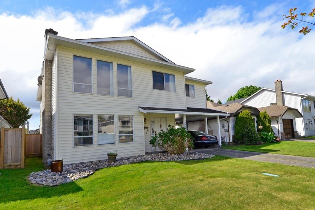 For Sale: 4946 44b Avenue, Delta, BC | 5 Bed, 3 Bath House for $1,028,000. See 20 photos!