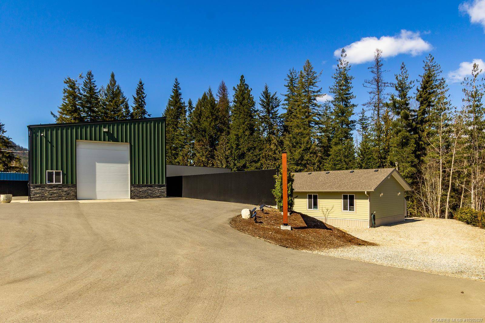 Home for sale at 4951 Auto Rd Southeast Salmon Arm British Columbia - MLS: 10202627