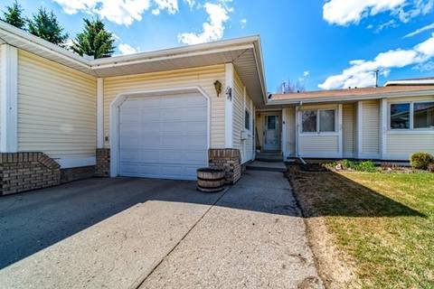 Townhouse for sale at 4 Centre St South Strathmore Alberta - MLS: C4290359
