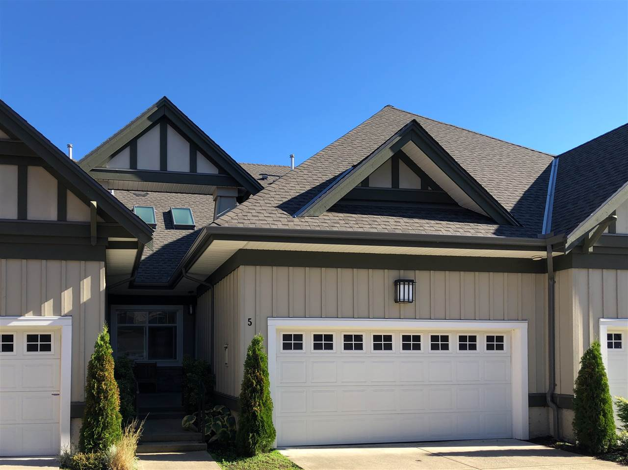 Buliding: 14968 24 Avenue, Surrey, BC