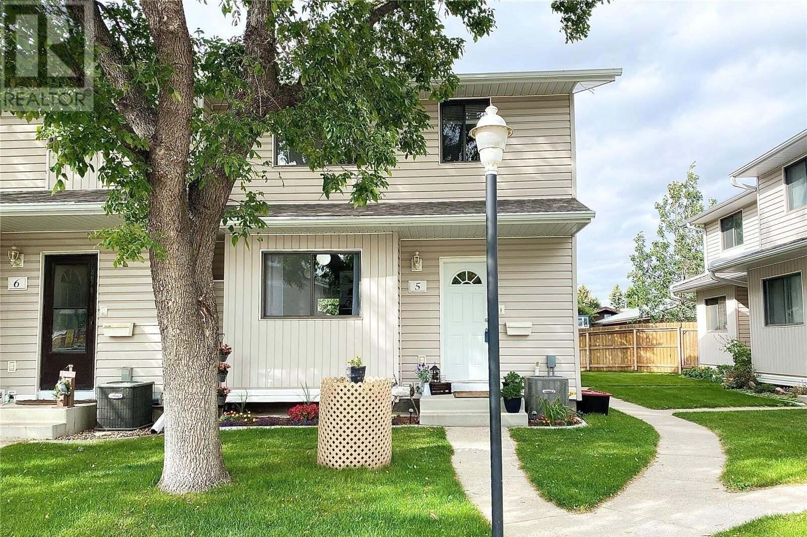 Townhouse for sale at 330 Haight Cres Unit 5 Saskatoon Saskatchewan - MLS: SK828072