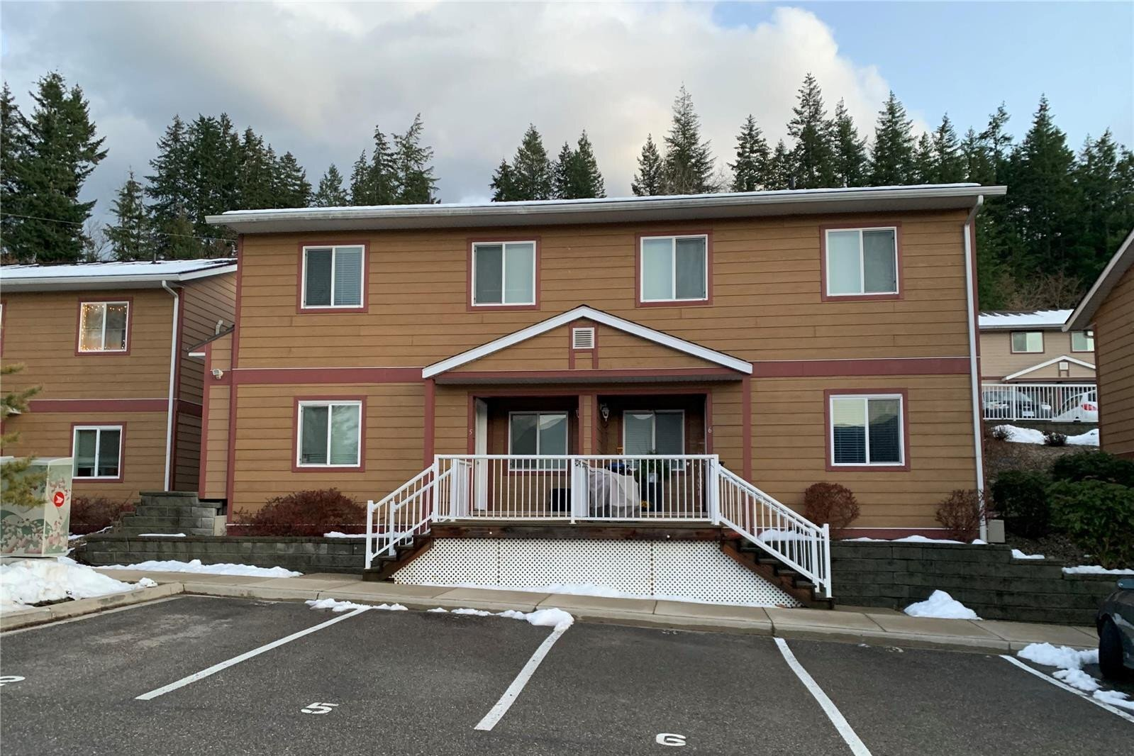 Townhouse for sale at 1070 1 St Southeast Unit 5-8 Salmon Arm British Columbia - MLS: 10220148
