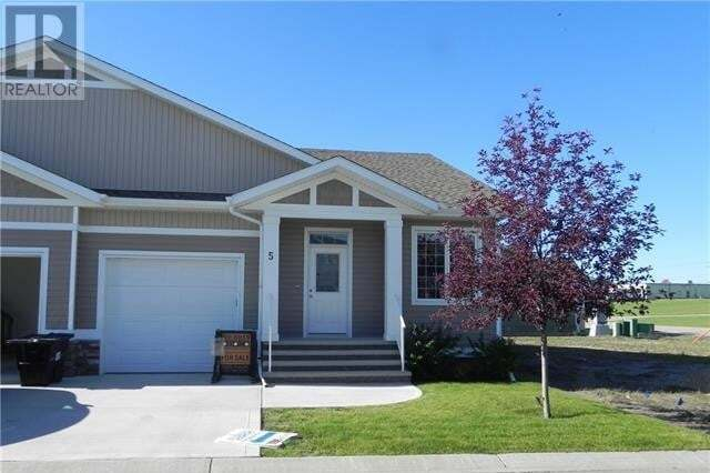 Townhouse for sale at 5 Beardsley Cres Lacombe Alberta - MLS: CA0194340
