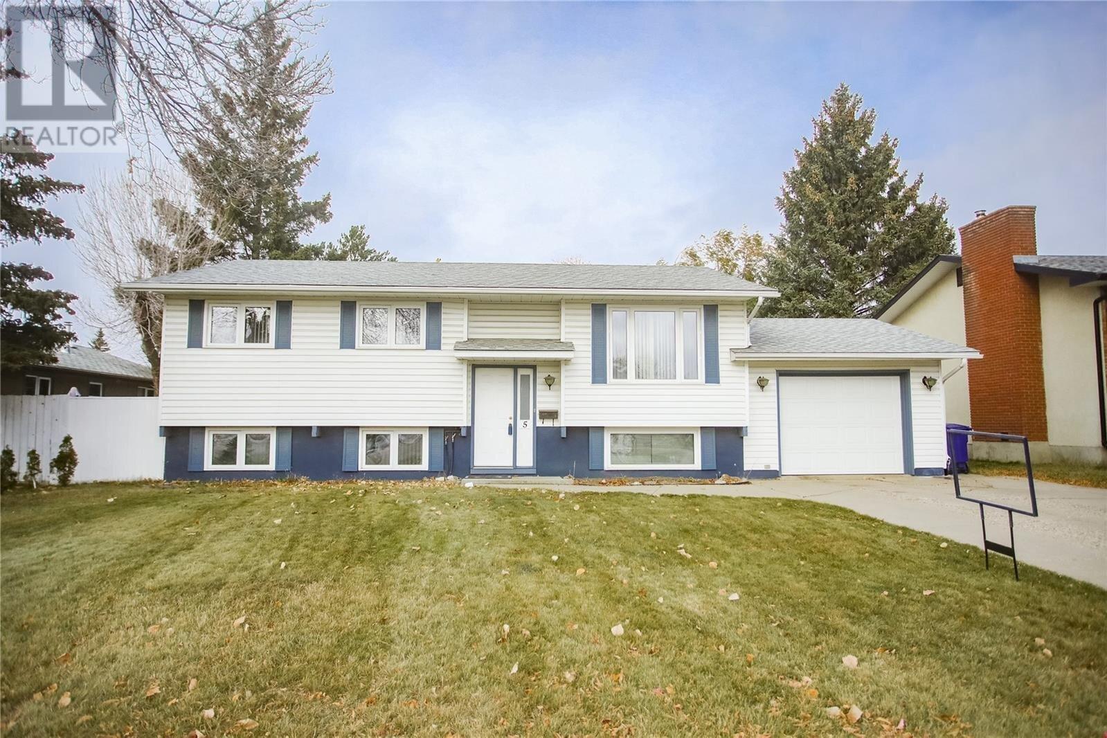 House for sale at 5 Duncan Cres Saskatoon Saskatchewan - MLS: SK831207