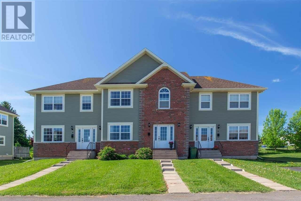 Townhouse for sale at 5 Edgeview Ct Stratford Prince Edward Island - MLS: 202010576