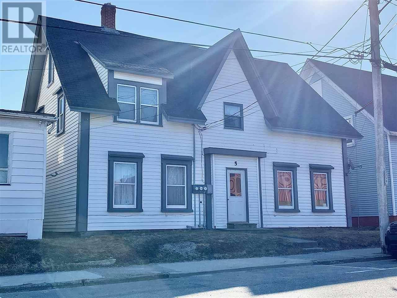 Townhouse for sale at 5 Kirk St Yarmouth Nova Scotia - MLS: 202003099