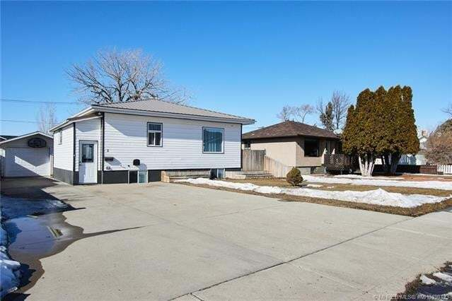 House for sale at 5 Main St North Redcliff Alberta - MLS: MH0190123